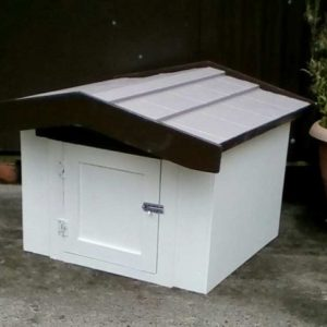 Kennel with door